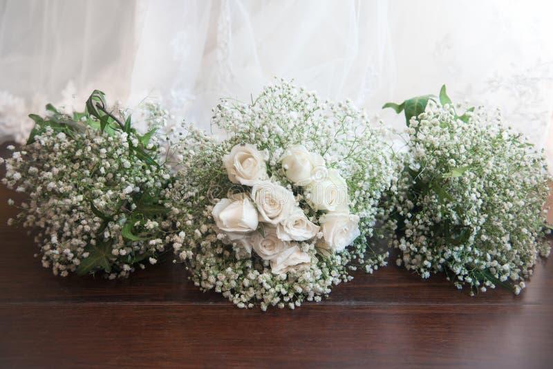 Bouquets nuptiales de bouquet et de demoiselle d'honneur photo libre de droits