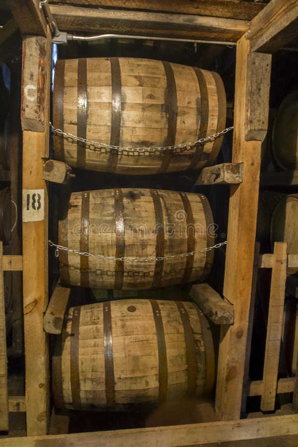 Bourbon baryłki w magazynie fotografia royalty free