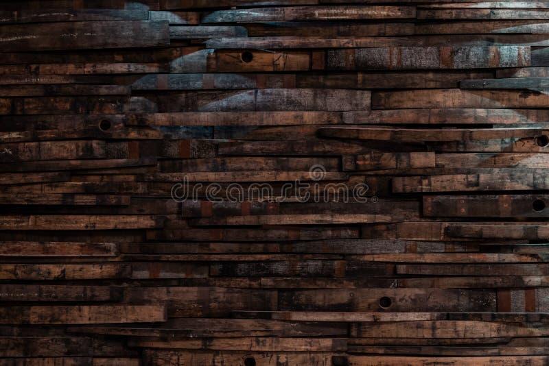 Bourbon-Fass-Dauben auf Wand-Beschaffenheit stockfotos