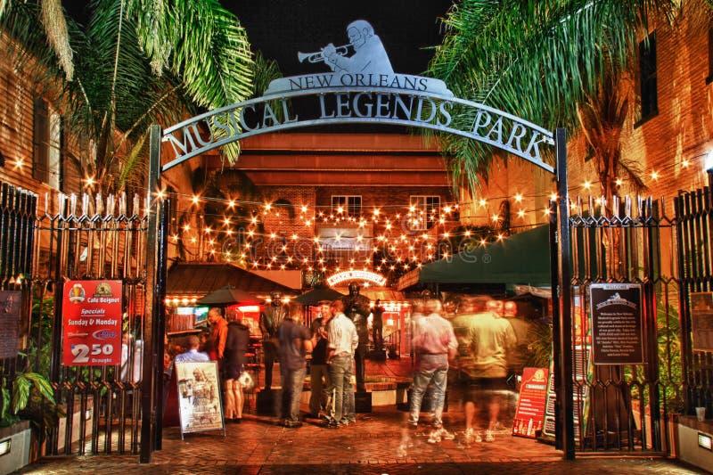 Bourbon gata New Orleans - musikalisk legendPark royaltyfria foton