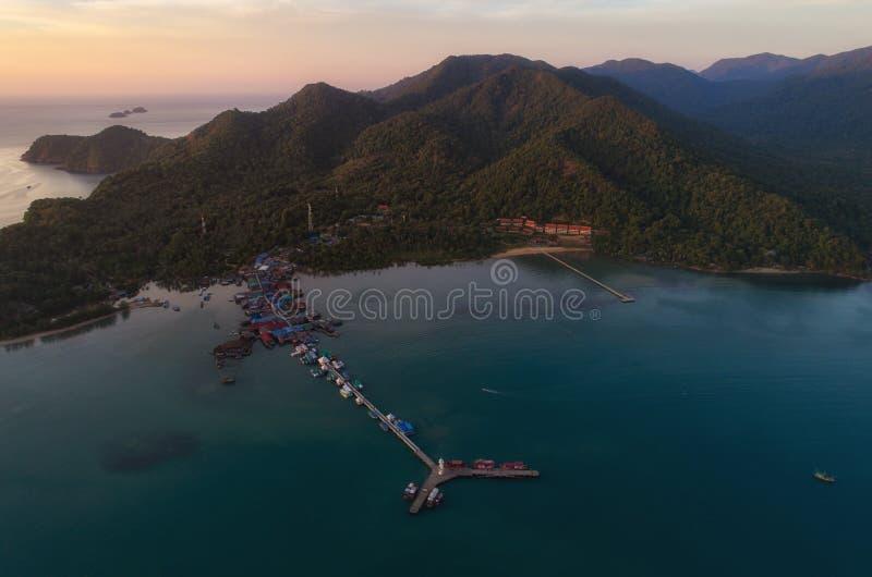 Bourdon de coucher du soleil tiré du phare chez Koh Chang, Thaïlande images stock