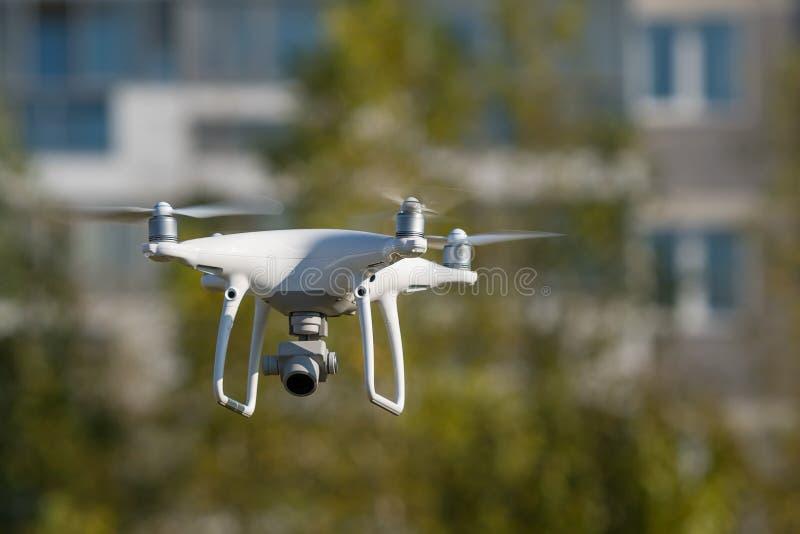 Bourdon de Quadcopter avec l'appareil-photo de la vidéo 4K et de la photo pour la photo aérienne photos libres de droits