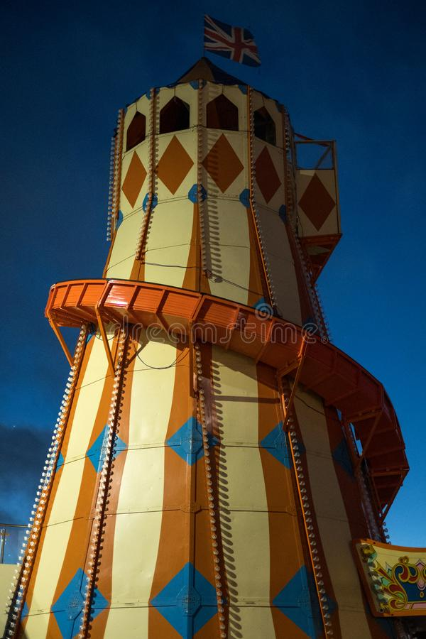Bournemouth Großbritannien Helter Skelter an Bournemouth-Weinlese Funfair in Pier Approach Früh fotografiert im Restlicht morgens lizenzfreie stockfotos