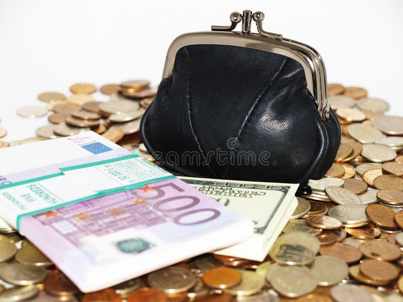 Bourse avec des pièces de monnaie et des dollars photo libre de droits