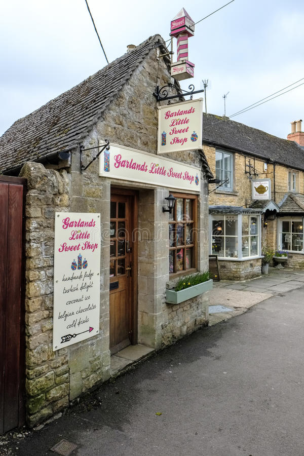 BOURTON-ON-THE-WATER, GLOUCESTERSHIRE/UK - MARCH 24 : Sweet Shop royalty free stock photography