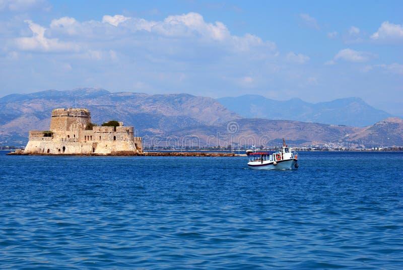 Bourtzi fästning på den Nafplio staden arkivfoto