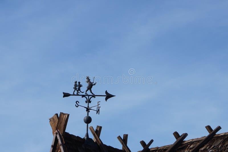 Boussole de toit sur le dessus de toit danois images stock