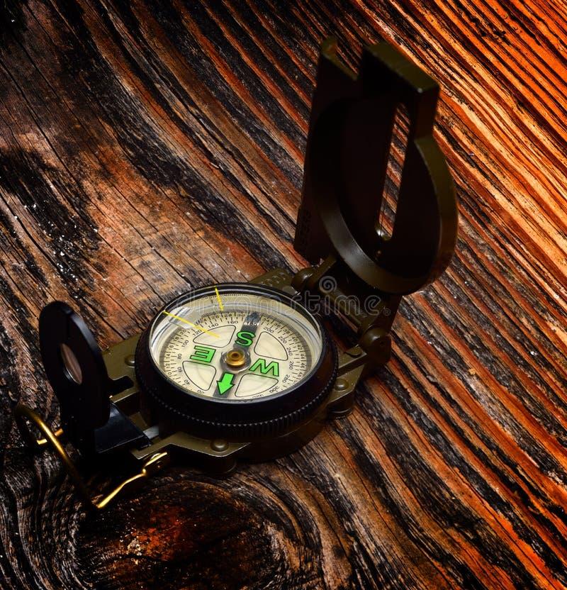 Download Boussole Sur La Surface En Bois Image stock - Image du objet, mesure: 56477093