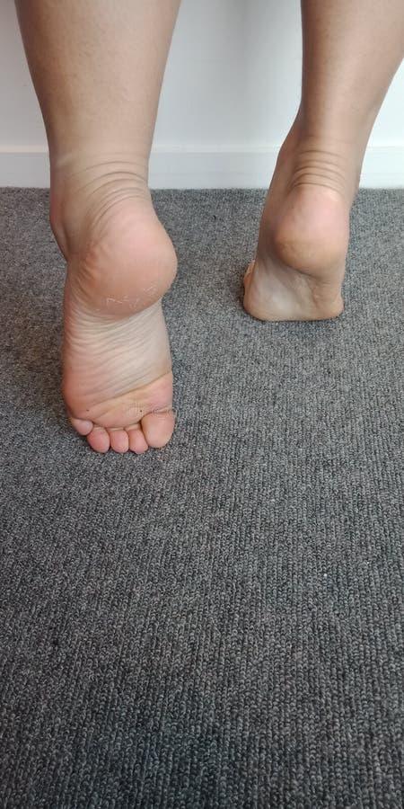 Bout droit de pied gauche image libre de droits