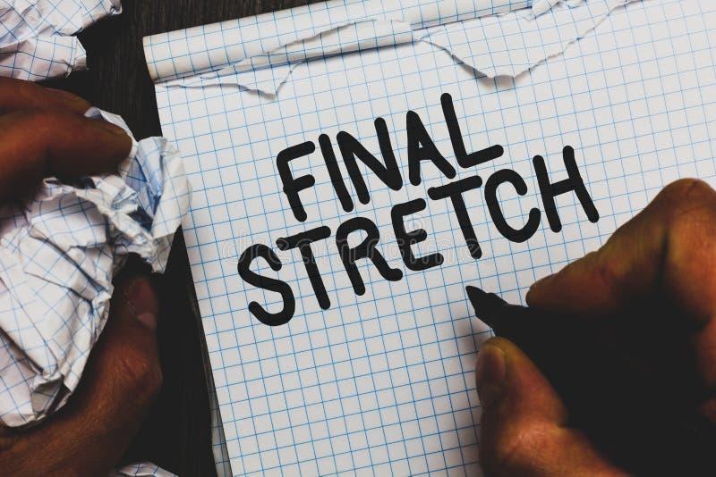 Bout droit final des textes d'écriture Dernière étape de signification de concept concluant autour de la note finale de marqueur  photographie stock
