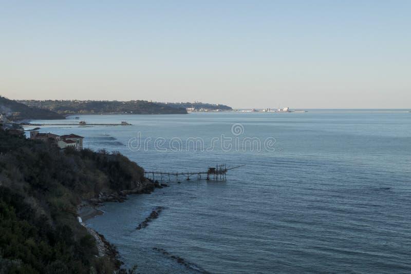 Bout droit typique de côte en l'Abruzzo images stock