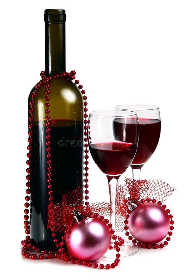 bouteille avec le vin rouge et d coration pour no l image stock image du d coration guirlande. Black Bedroom Furniture Sets. Home Design Ideas