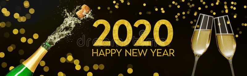 Bouteille avec lunettes de champagne 2020 images stock