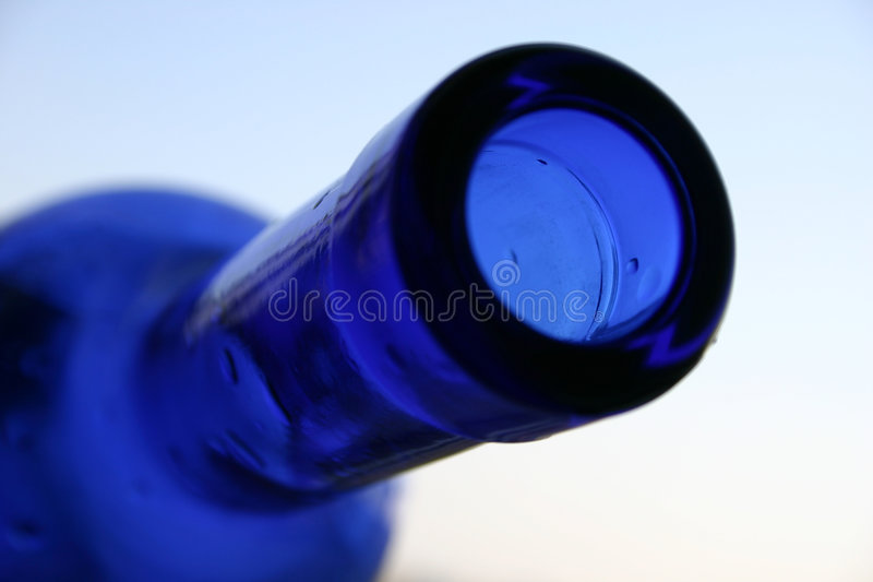 Bouteille bleue image stock
