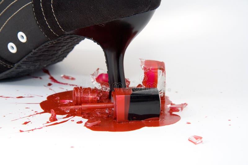 Bouteille cassée de vernis à ongles photo libre de droits