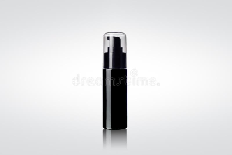 Bouteille cosmétique brillante noire de jet image libre de droits
