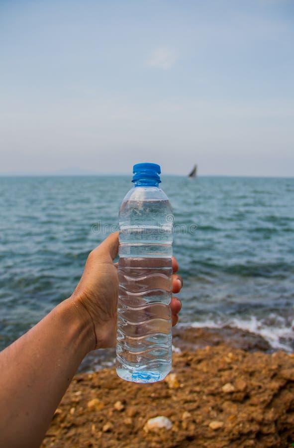 Bouteille d'eau potable photos libres de droits