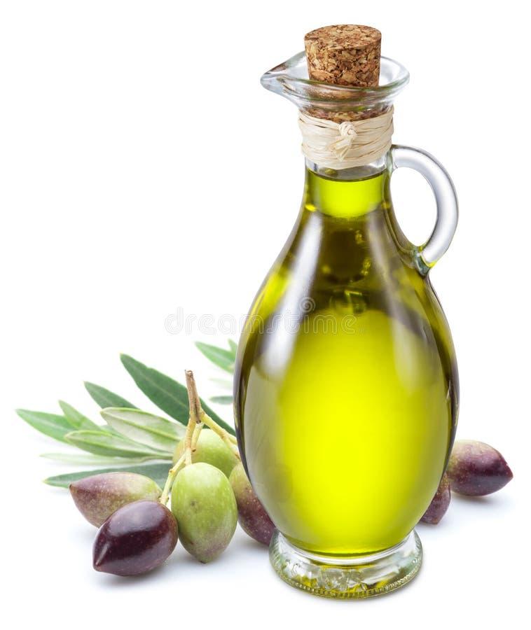 Bouteille d'huile d'olive et de baies d'olive sur le fond blanc photographie stock