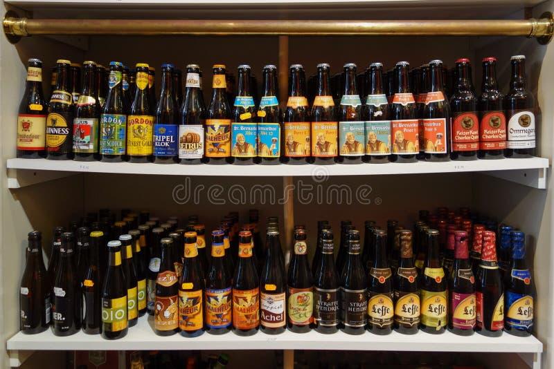 Bouteille de bière fine à Bruges images libres de droits