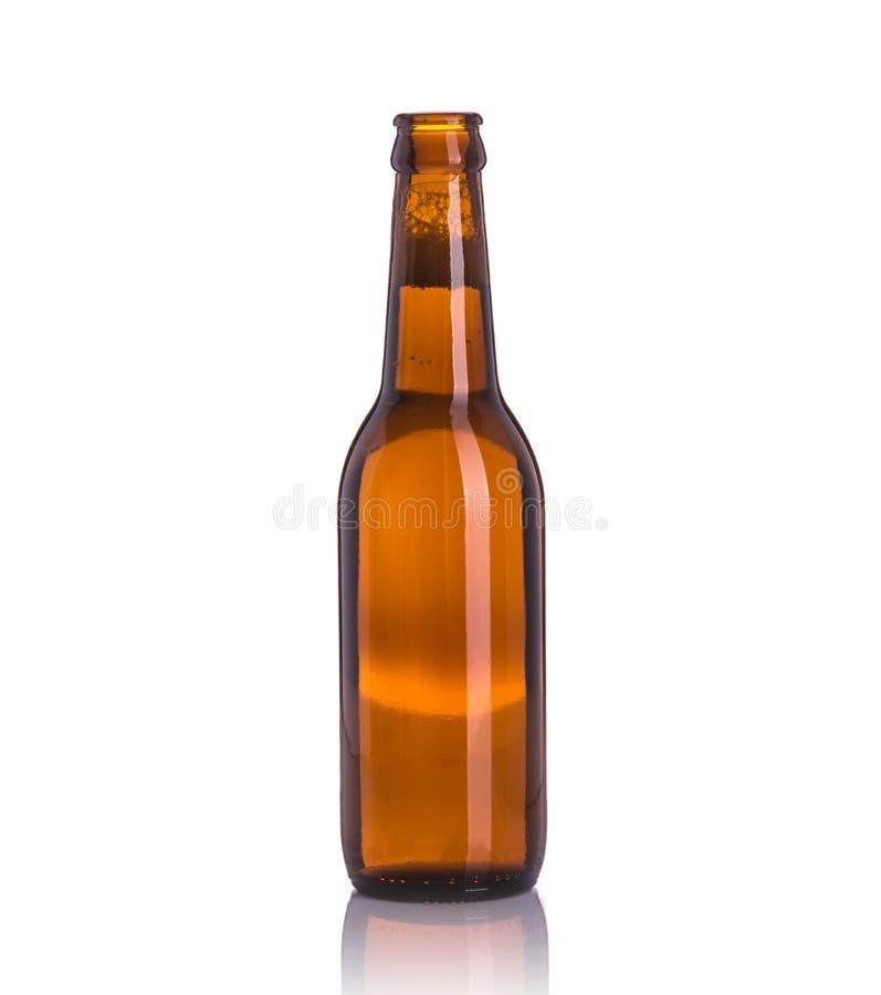 Bouteille de bière sans chapeau Projectile de studio d'isolement sur le blanc photos libres de droits