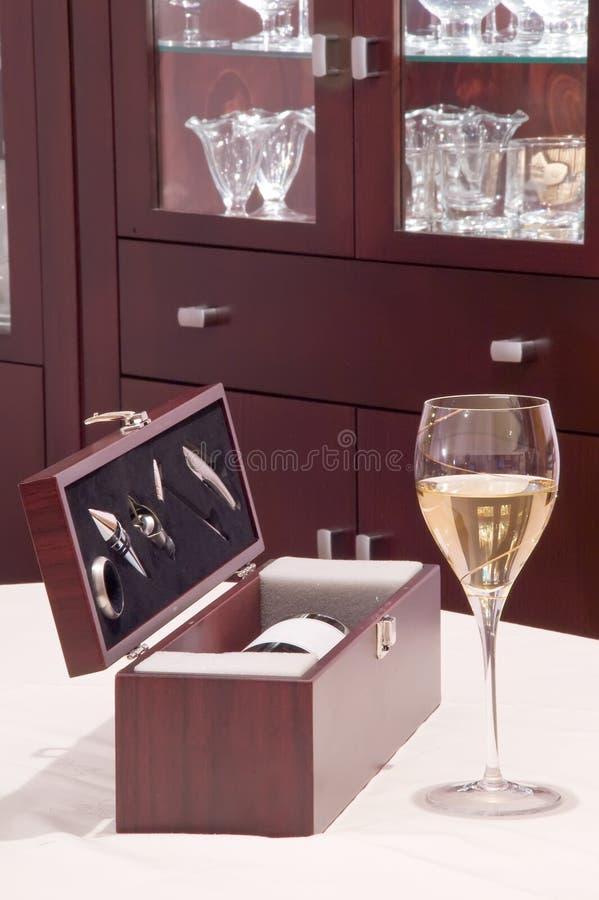 Bouteille de cadre d'accessoires de vin photos libres de droits