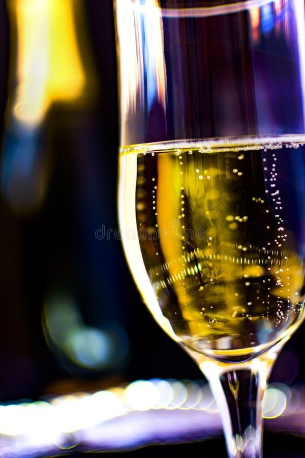 Bouteille de Champagne avec des verres de champagne photo libre de droits