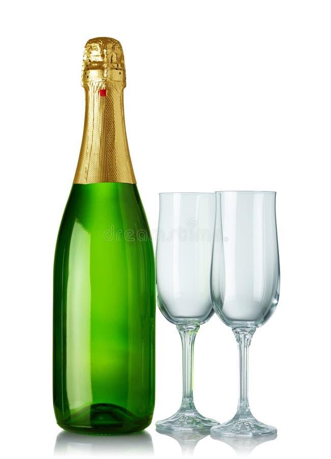 Bouteille de Champagne et deux glaces photos stock
