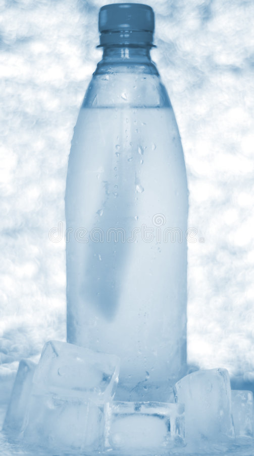 Bouteille de l'eau images stock