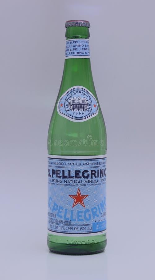 Bouteille de l'eau de San Pellegrino photographie stock