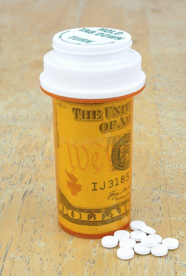 Bouteille de pilule avec de l'argent image libre de droits