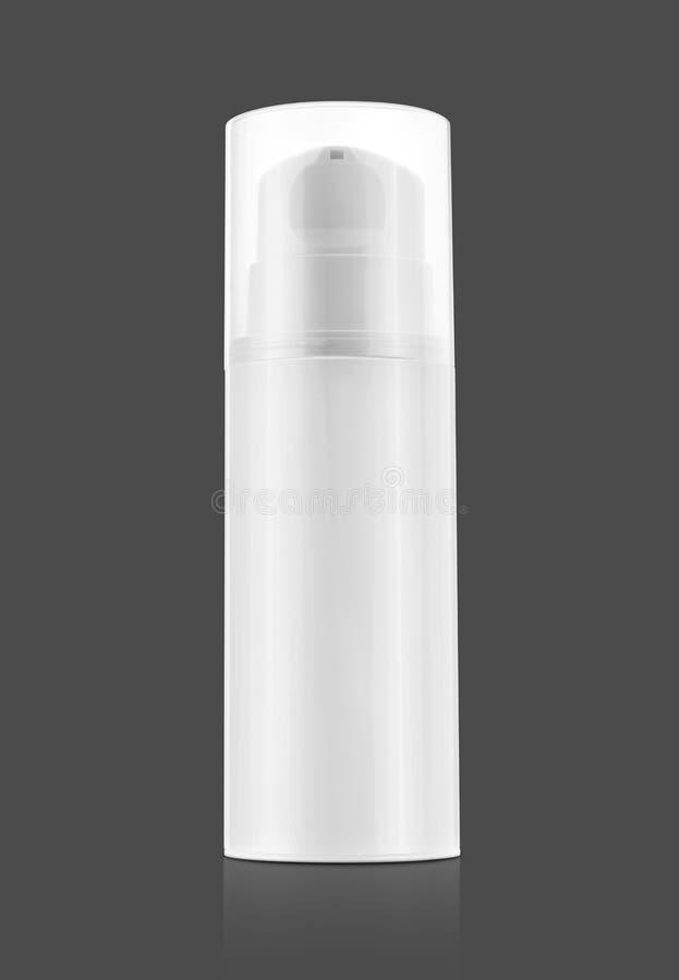 Bouteille de pompe pour la crème et lotion d'isolement sur le fond gris image libre de droits