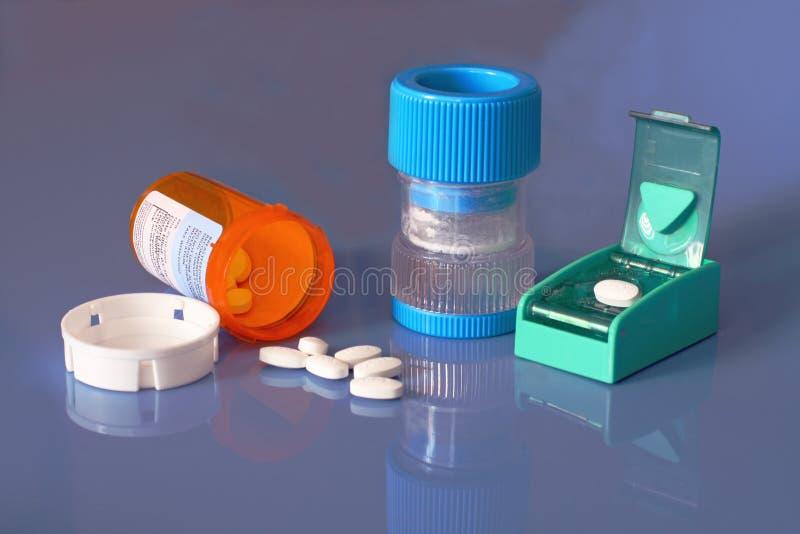 Bouteille de prescription, pillules, broyeur de pillule, diviseur photos stock