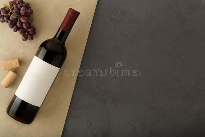 Bouteille de vin rouge avec le label photo libre de droits