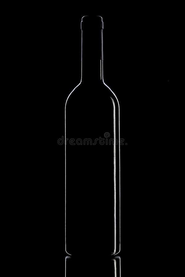 Bouteille de vin sur un fond noir photos stock