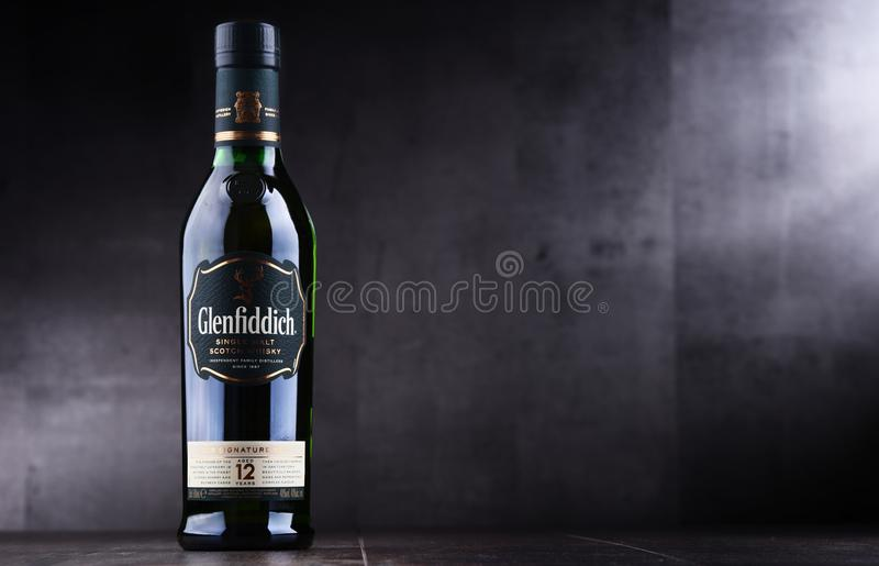 Bouteille de whisky écossais de simple-malt de Glenfiddich image stock