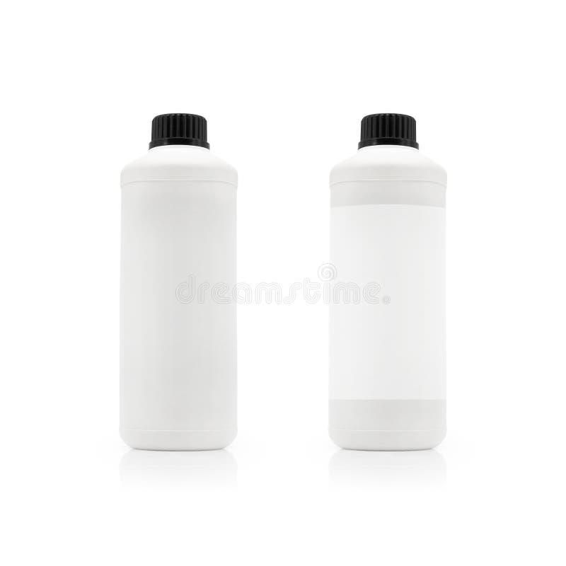Bouteille en plastique blanche et couvercle noir sur le fond d'isolement avec le chemin de coupure images stock