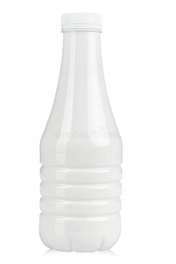 Bouteille en plastique pour le yaourt images stock