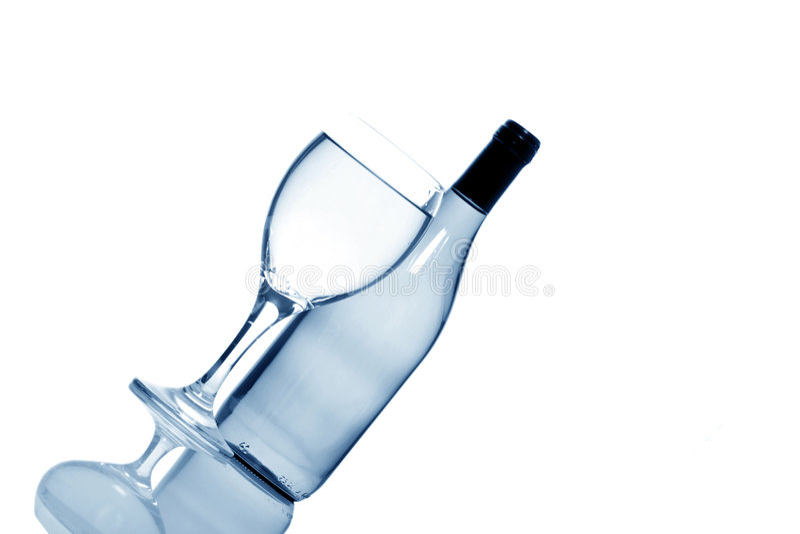 Bouteille et glace de vin blanc image stock
