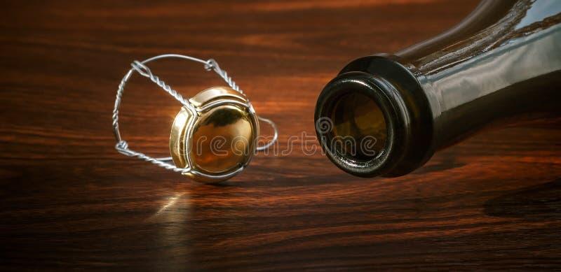 Bouteille vide de champagne photographie stock libre de droits