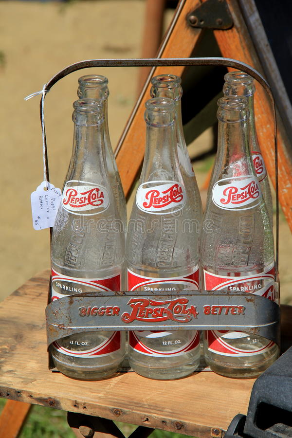 Bouteilles antiques de Pepsi-Cola à vendre, Washington Fairgrounds, Greenwich, New York, 2016 photo stock