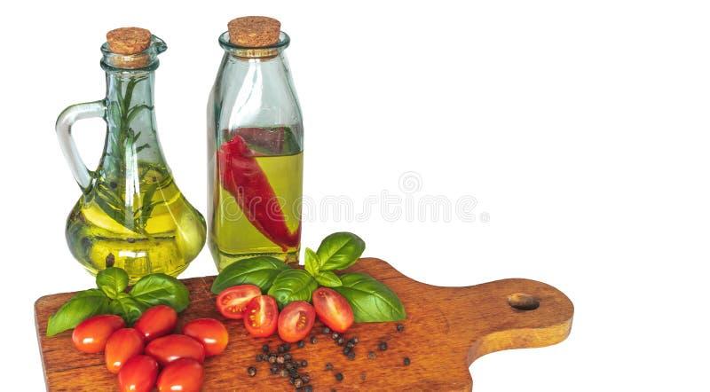 Bouteilles avec de l'huile assaisonnée photos stock