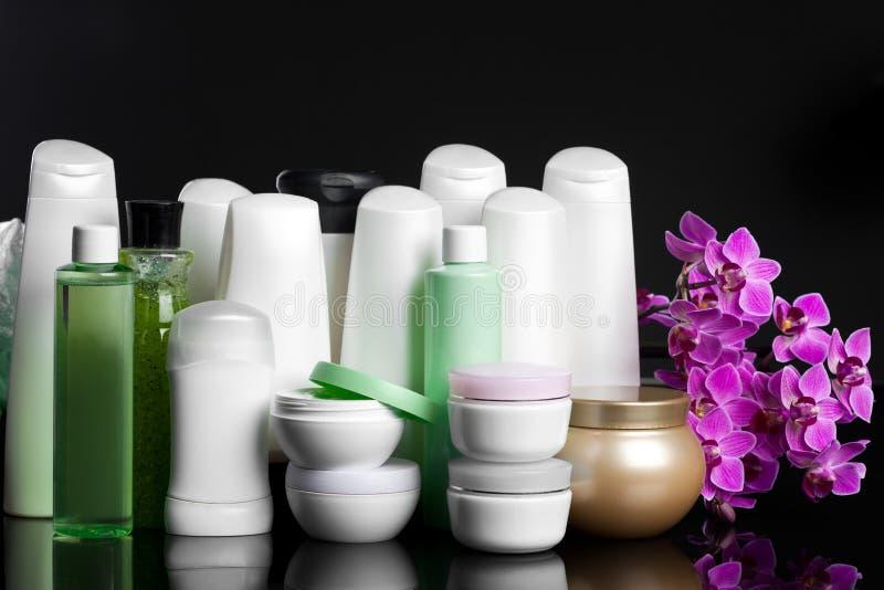Bouteilles avec le shampooing photo stock