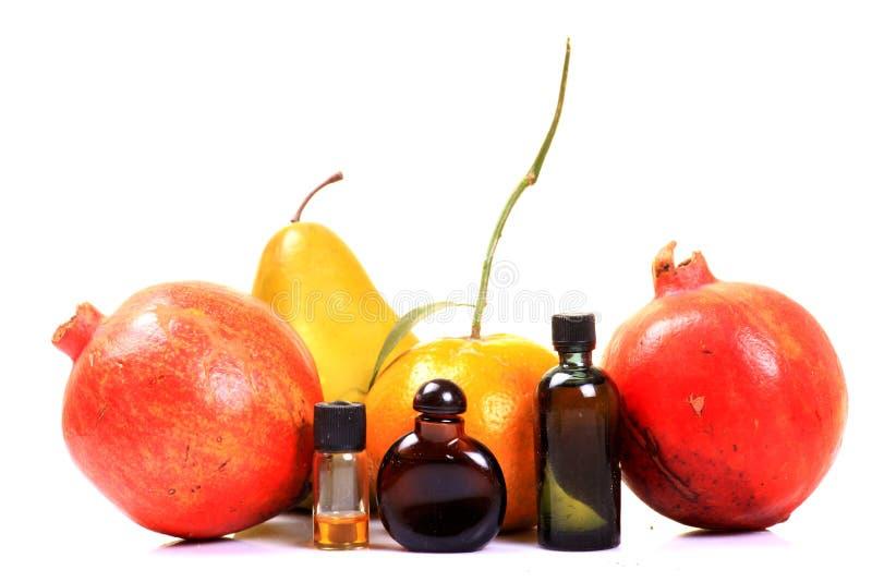 Bouteilles d'essence de fruit images stock