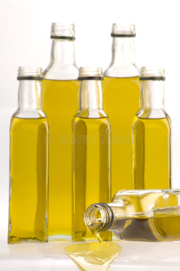 Bouteilles d'huile d'olive photo libre de droits