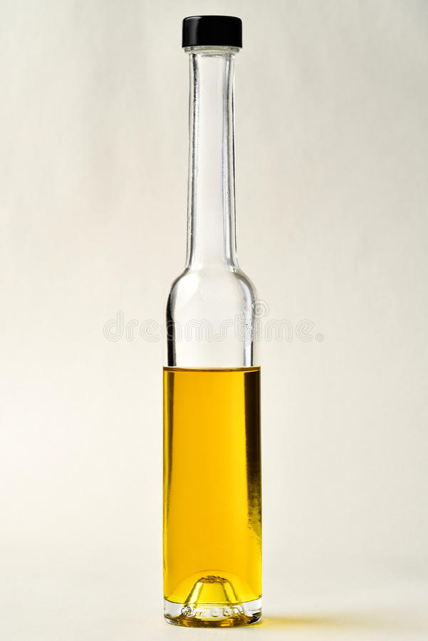 Bouteilles d'huile d'olive images stock