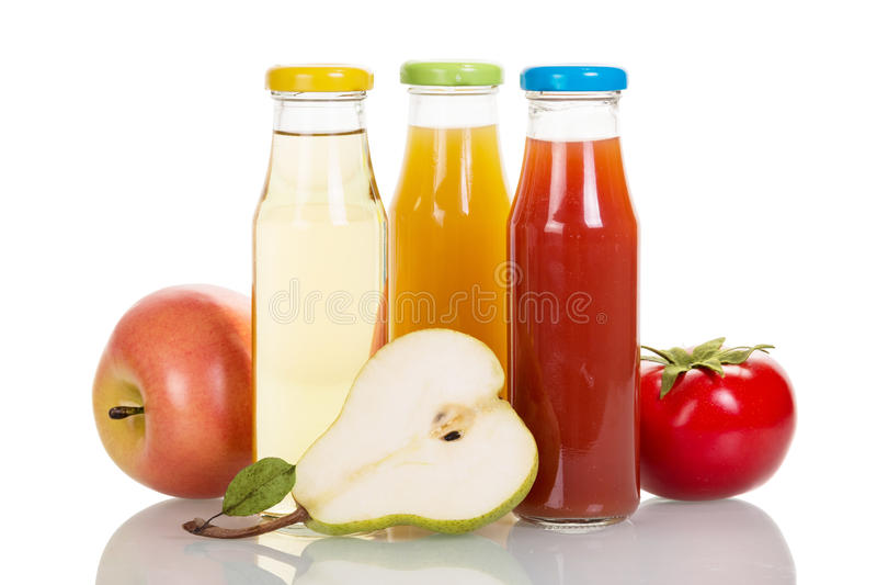 Bouteilles de jus de fruits et légumes d'isolement sur le blanc photographie stock
