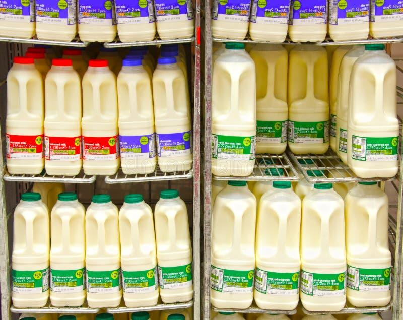 Bouteilles de lait photo libre de droits