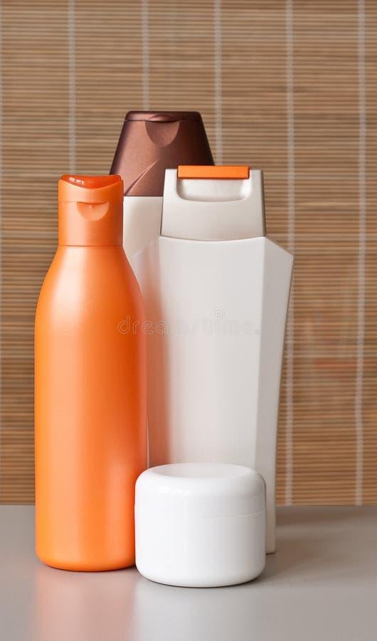 Bouteilles de shampooing image stock