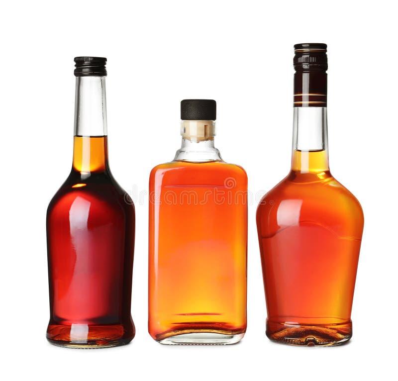 Bouteilles de whisky écossais sur le blanc photographie stock libre de droits