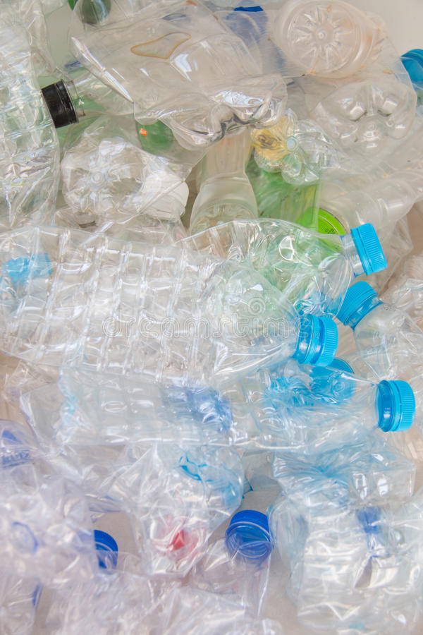 Download Bouteilles en plastique photo stock. Image du heap, plastique - 45364844